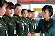 台湾空姐手把手教女武警礼仪