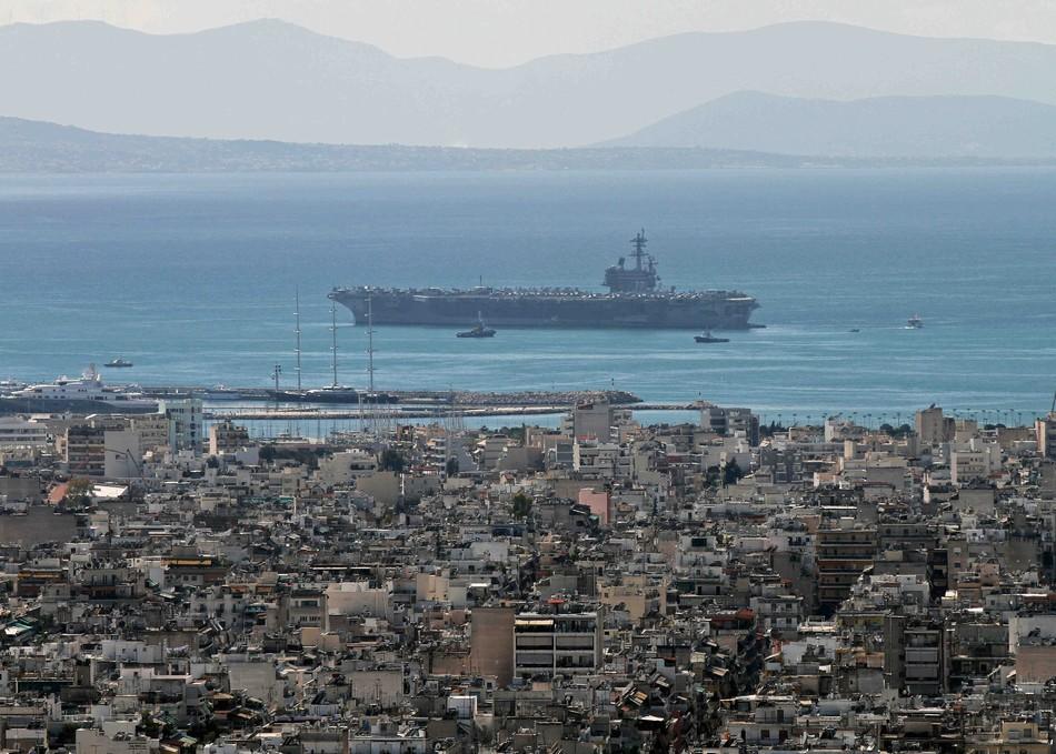 美军航母在黑海出口附近徘徊