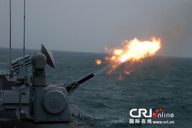解放军神盾舰在西太训练猛图