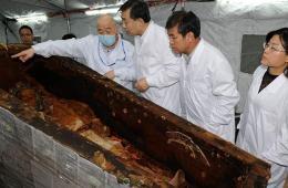 内蒙出土1500年前北魏贵族漆棺开棺