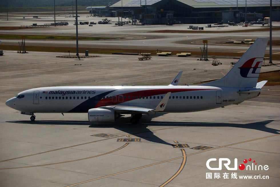 马航/当地时间2014年3月11日,马来西亚吉隆坡,一架马航客机停泊在...