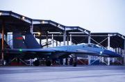 我空军歼-11重型机群夜间出动