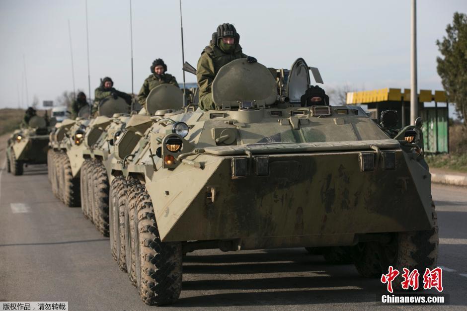 不明装甲大军正向克里米亚集结