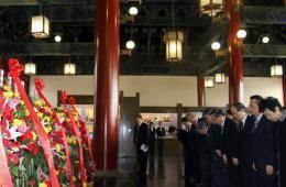 纪念孙中山先生逝世89周年 北京各界敬献花篮