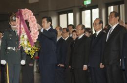 孙中山逝世89周年 马英九率中国国民党献花致敬