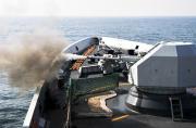 我军两艘054A舰演练对岛攻击