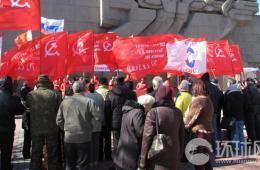 克里米亚城市塞港民众开始自驾行宣传独立