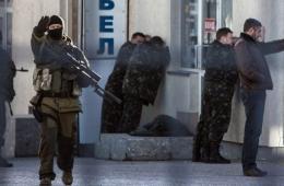 亲俄武装攻击乌海军总部 乌官兵退至建筑物内