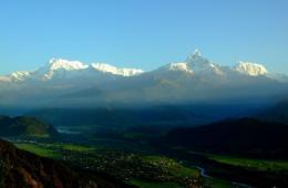 尼泊尔出租喜马拉雅山峰:经济压力VS环境成本