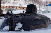 俄一艘奥斯卡级核潜艇起火冒烟