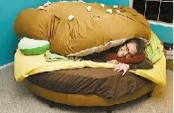 盘点全球奇葩睡床:汉堡床、气泡床
