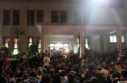"""台湾部分学生持续占据""""立法院""""议场"""