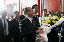 中国国民党副主席蒋孝严回蒋氏故居祭祖扫墓