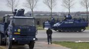 荷兰装甲车保卫习近平专机机场