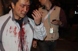 """台警方强力清场 与闯""""行政院""""学生爆流血冲突"""