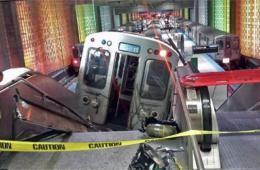 芝加哥一列八节车厢蓝线地铁脱轨 造成至少32人受伤