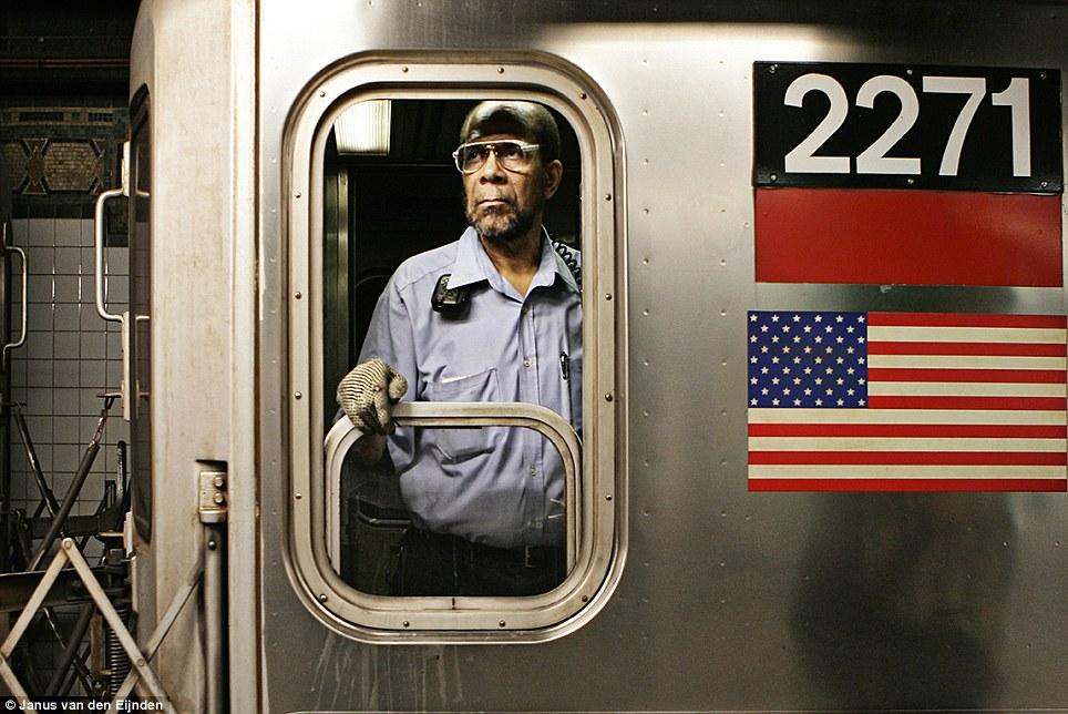 纪实摄影:纽约地铁司机