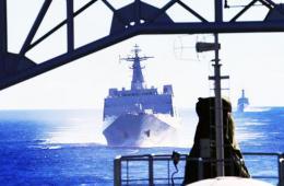我军坞登舰编队正赶往残骸海域