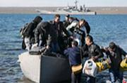 乌克兰水兵被迫弃船上岸惨状