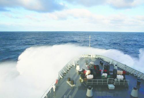 中国海军舰艇26日在南印度洋执行搜救任务。