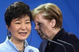 默克尔朴槿惠新闻发布会上耳语