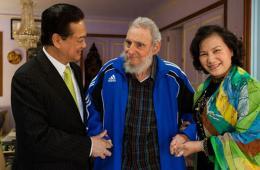 越南总理阮晋勇访问古巴 与卡斯特罗会面
