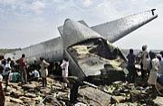印度C-130J运输机摔得满地残骸