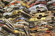 摄影师记录社会废弃物报废场面