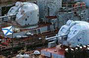 两艘乌克兰军舰上升起俄军旗