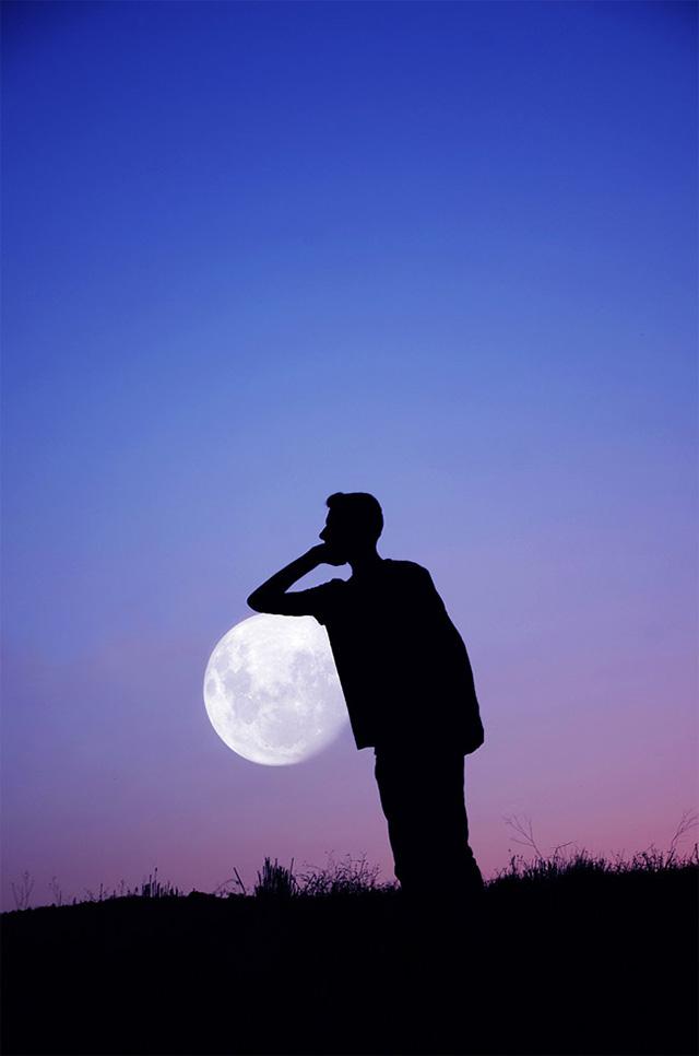 创意摄影月亮变身唯美篮球 月下投篮有意境