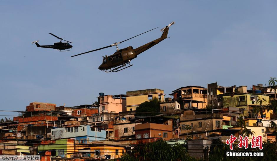 巴西贫民窟太乱装甲车才镇得住_军事_环球网
