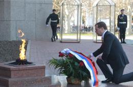 俄罗斯总理视察克里米亚 系克入俄以来最高级别访问