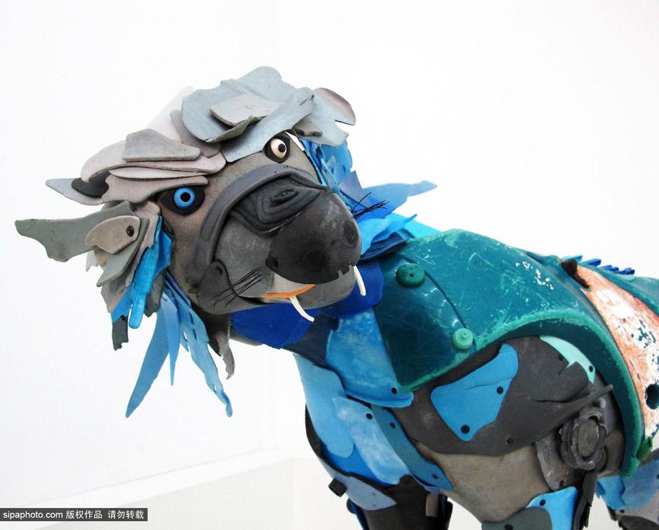 法国艺术家用海洋垃圾制作动物雕塑