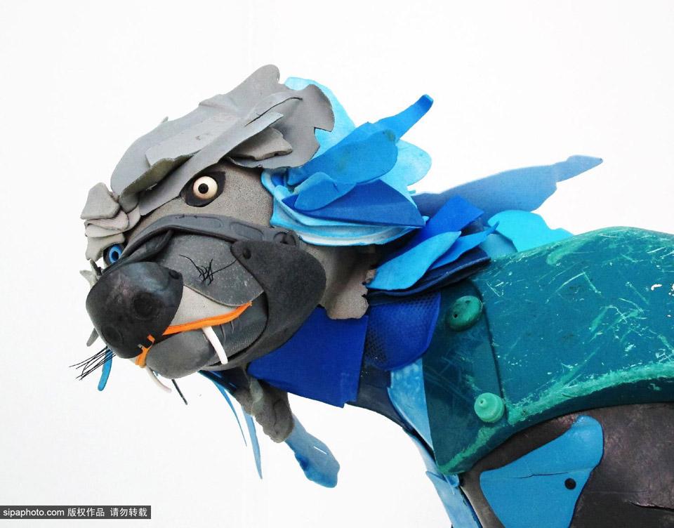 法国艺术家用海洋垃圾制作动物雕塑(10/20)