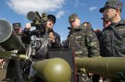 乌克兰代总统视察部队提防俄军