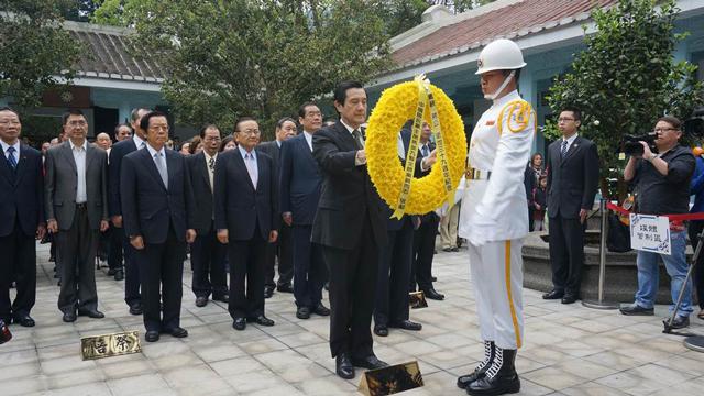 蒋介石逝世39周年 国民党主席马英九亲赴慈湖谒陵