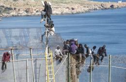 西班牙边界再现大批非裔偷渡客 翻墙入欧欲获新生