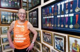 英国89岁老人完成170场马拉松募集百万善款