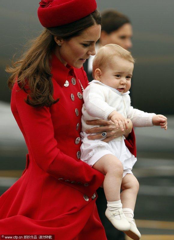 社会资讯_英国乔治小王子随凯特王妃出访新西兰萌态百出_国际新闻_环球网