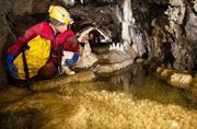 探秘新西兰地下溶洞奇观