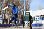 """""""恐怖分子""""持刀攻击新疆民警"""