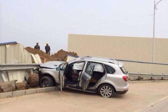 投资者试驾H8发生意外 轮胎爆胎车报废