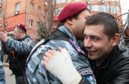 顿涅茨克乌防暴警察疑似倒戈 与亲俄示威者占领大楼
