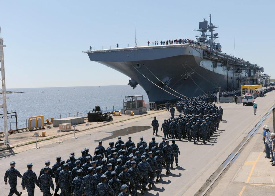 美国海军最新两栖攻击舰交付