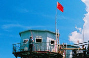 中国南海守军礁盘三代高脚屋