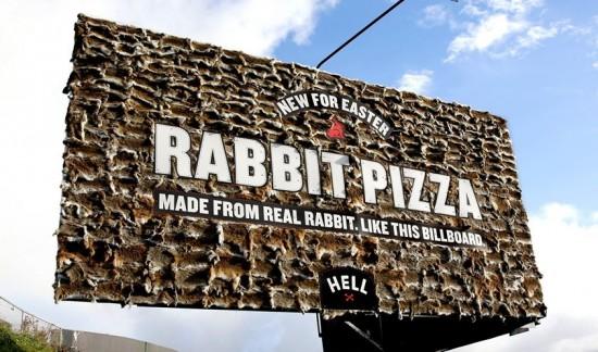美披萨店用真兔皮为兔肉披萨打巨幅广告引争议