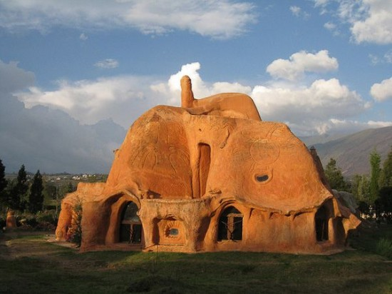 建筑师花14年手工制作世界最大陶屋