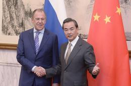 王毅与拉夫罗夫举行会谈