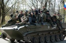 乌派往东部战车或变节或缴械 民众欢呼乌军易帜