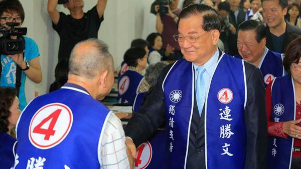 国民党台北市长初选选情紧绷 连战现身为儿打气